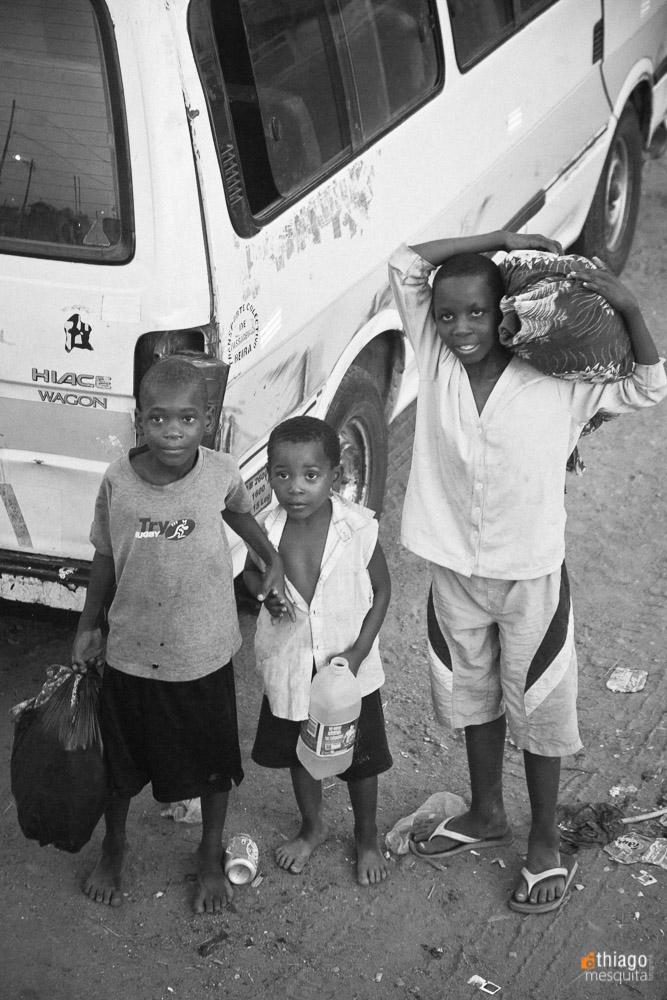 crianças em trabalho infantil na áfrica Moçambique