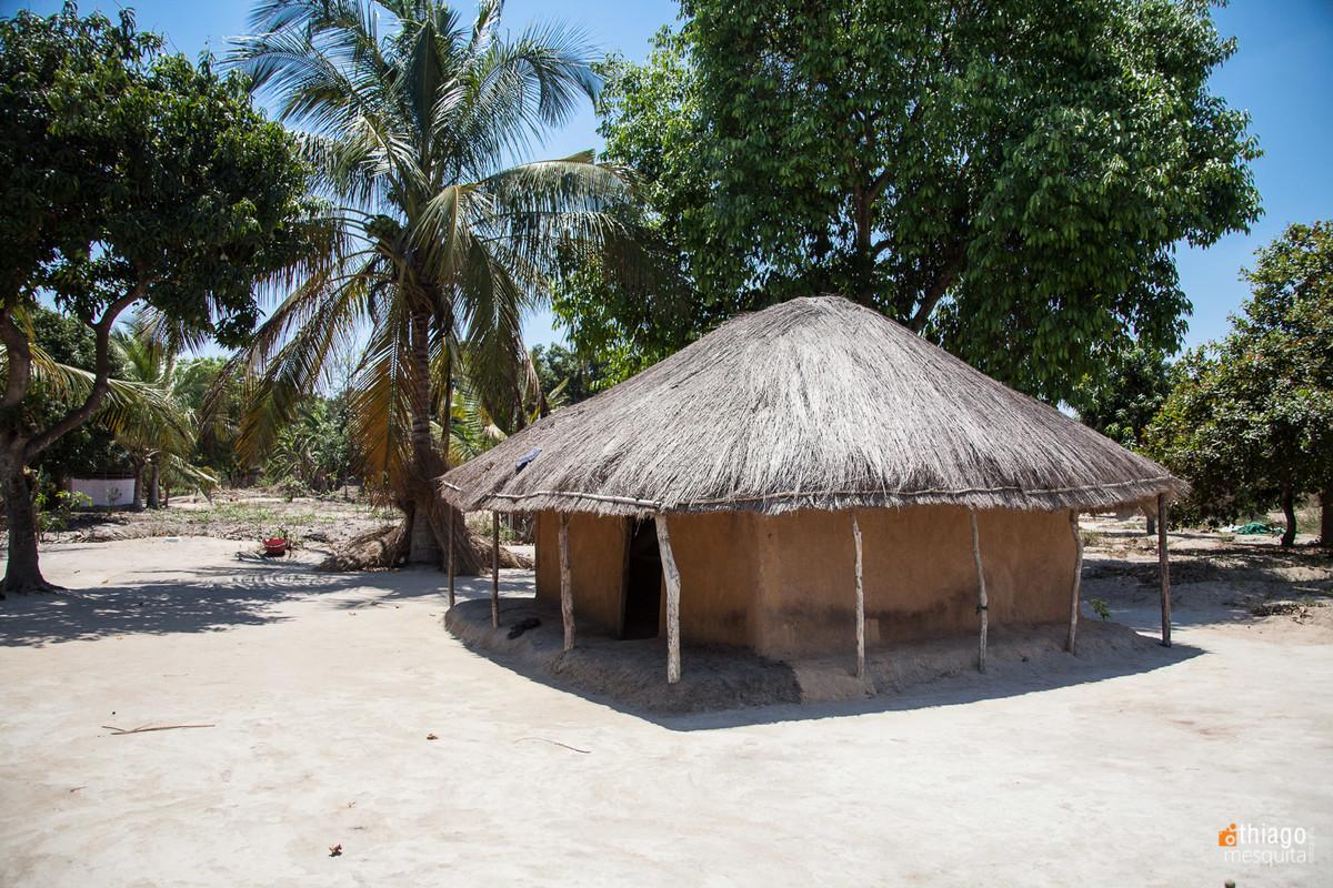 casa em aldeia africana - moçambique - dondo - ong missao africa