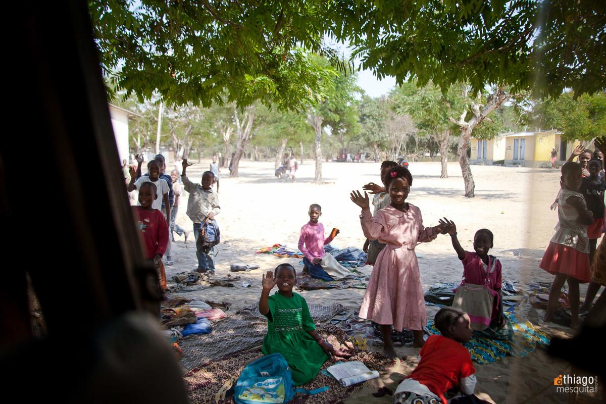 pobreza pela estrada na áfrica em moçambique
