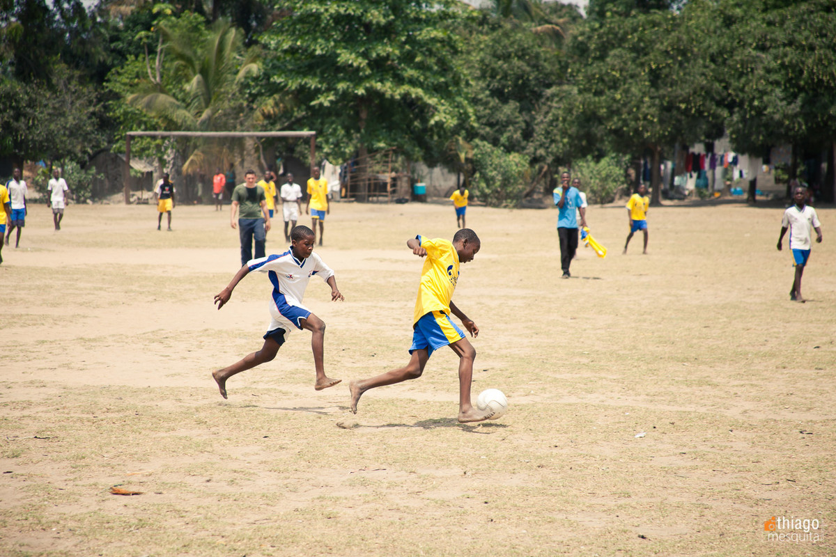 projeto cultural esportivo com futebol na áfrica em dondo - pela missão áfrica ong