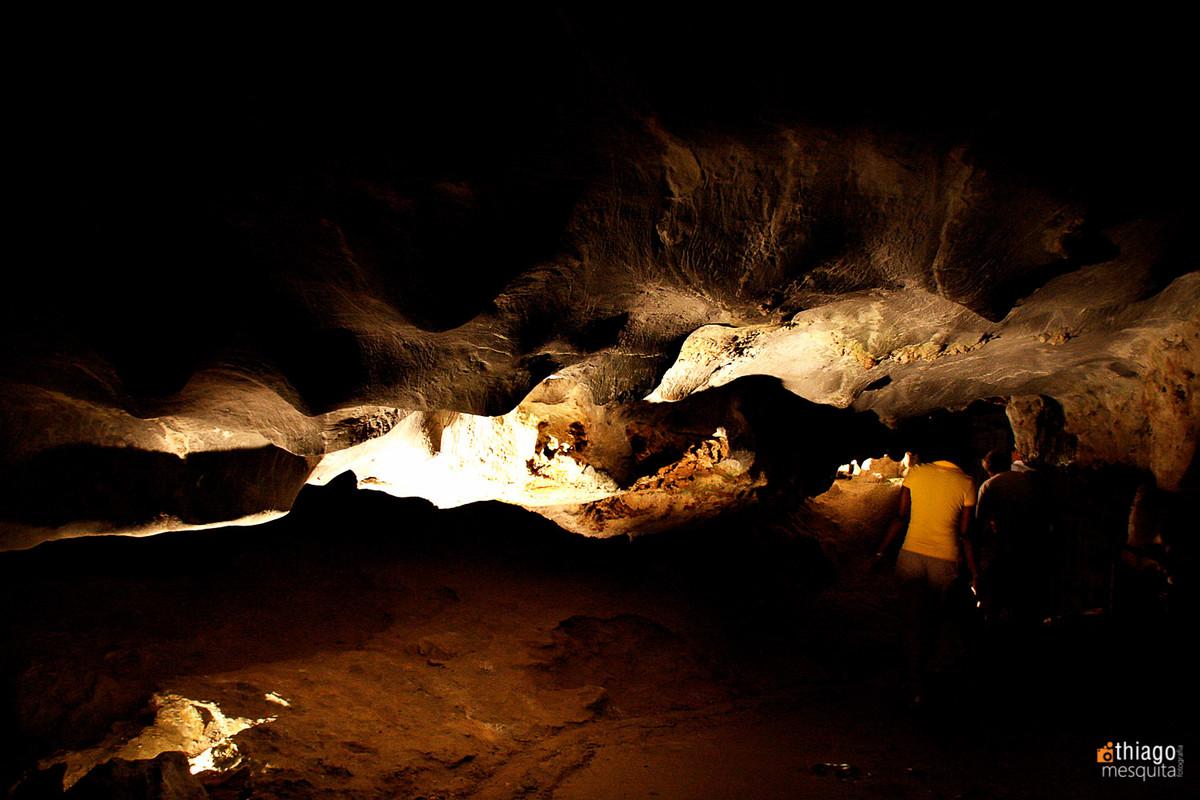 estalactites e estalagmites e gruta na áfrica do sul