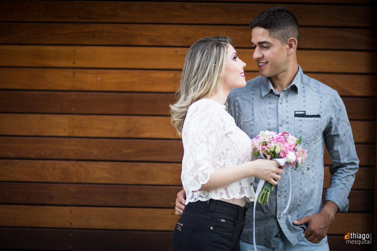 pré wedding em uberlândia fotos na rua karaíba