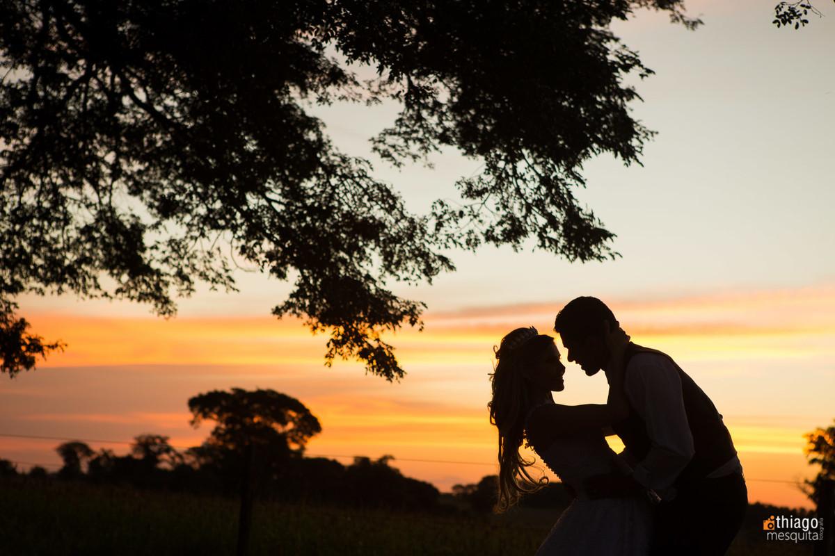 afterwedding - pós casamento - trash the dress - uberlândia - Thiago Mesquita - silhueta por do sol