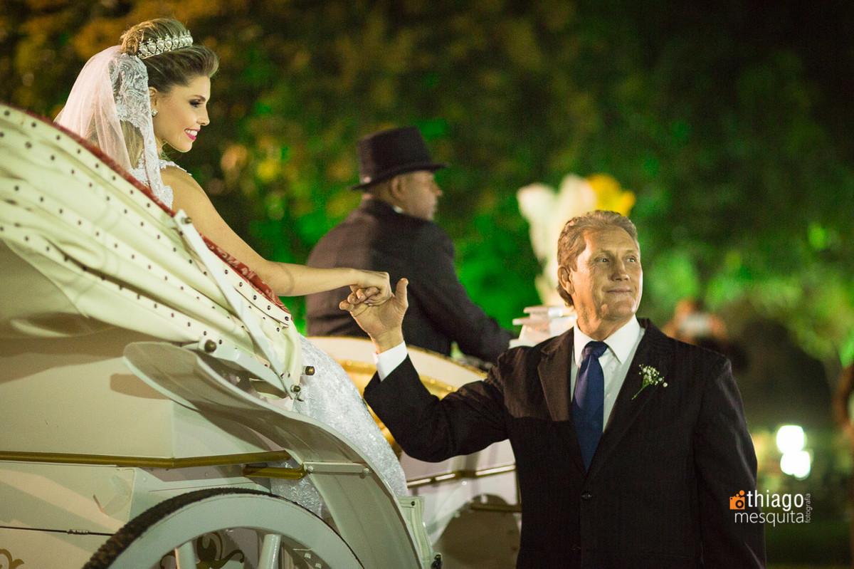 noiva chegando de charrete carruagem imperiale uberlândia