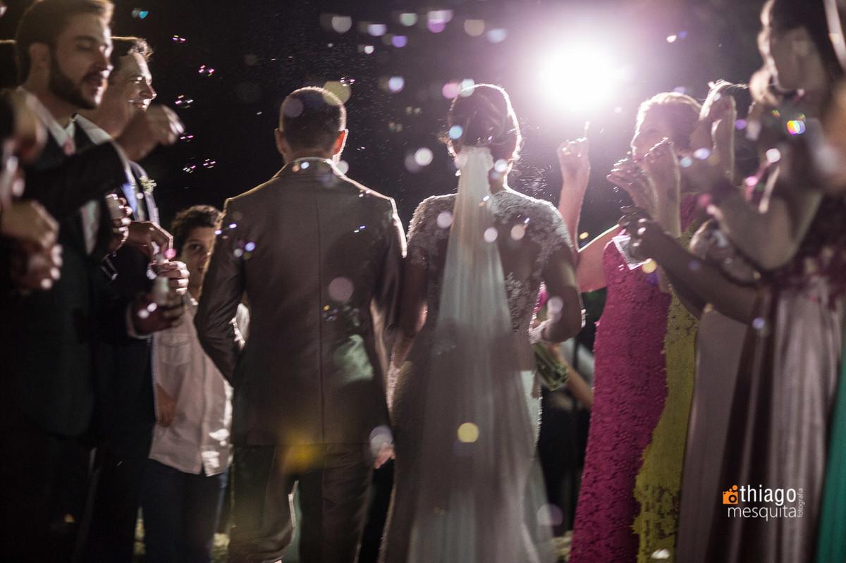 bolhas de sabão na saída dos noivos