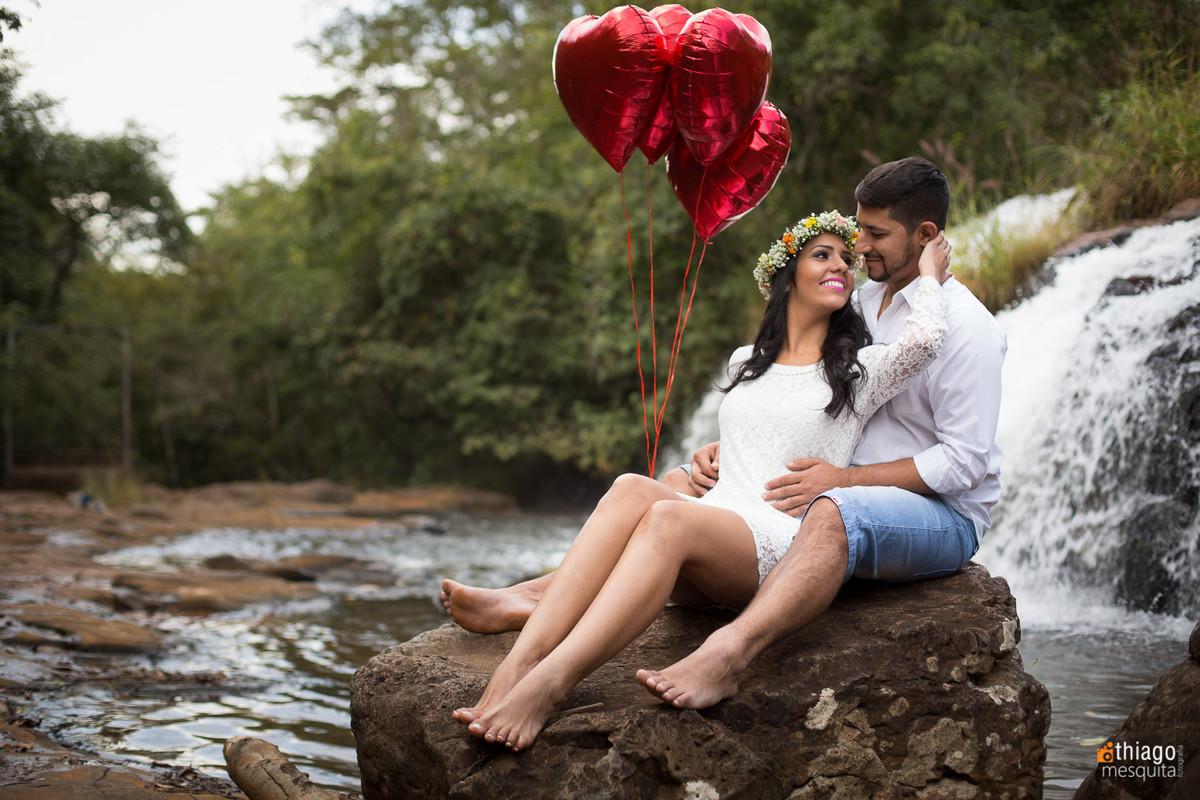 ideias para fotos de casal prewedding em uberlândia - thiago mesquita - solar dos ipes - prata - balões vermelhos com gas helio