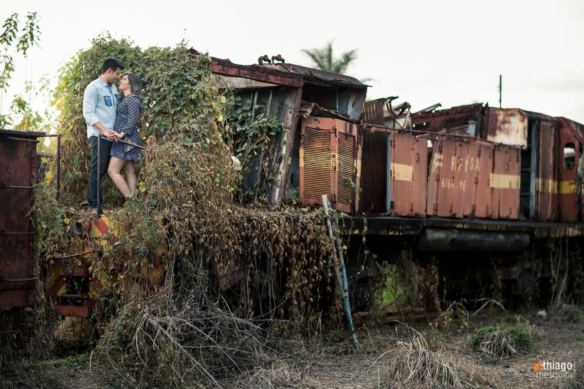 prewedding pre casamento em araguari - thiago mesquita fotografia - trilhos ferrovia trem de ferro