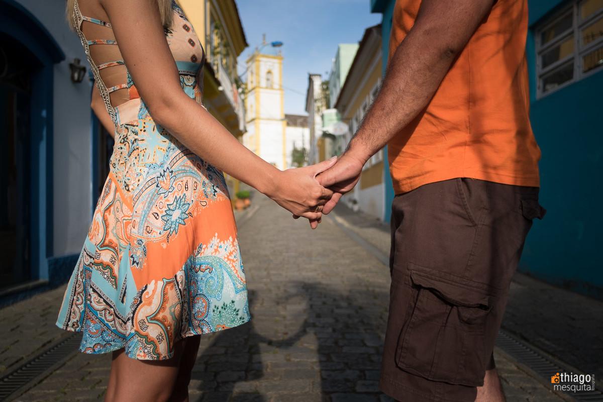 Registro de mãos em ensaio de pre casamento por Thiago Mesquita