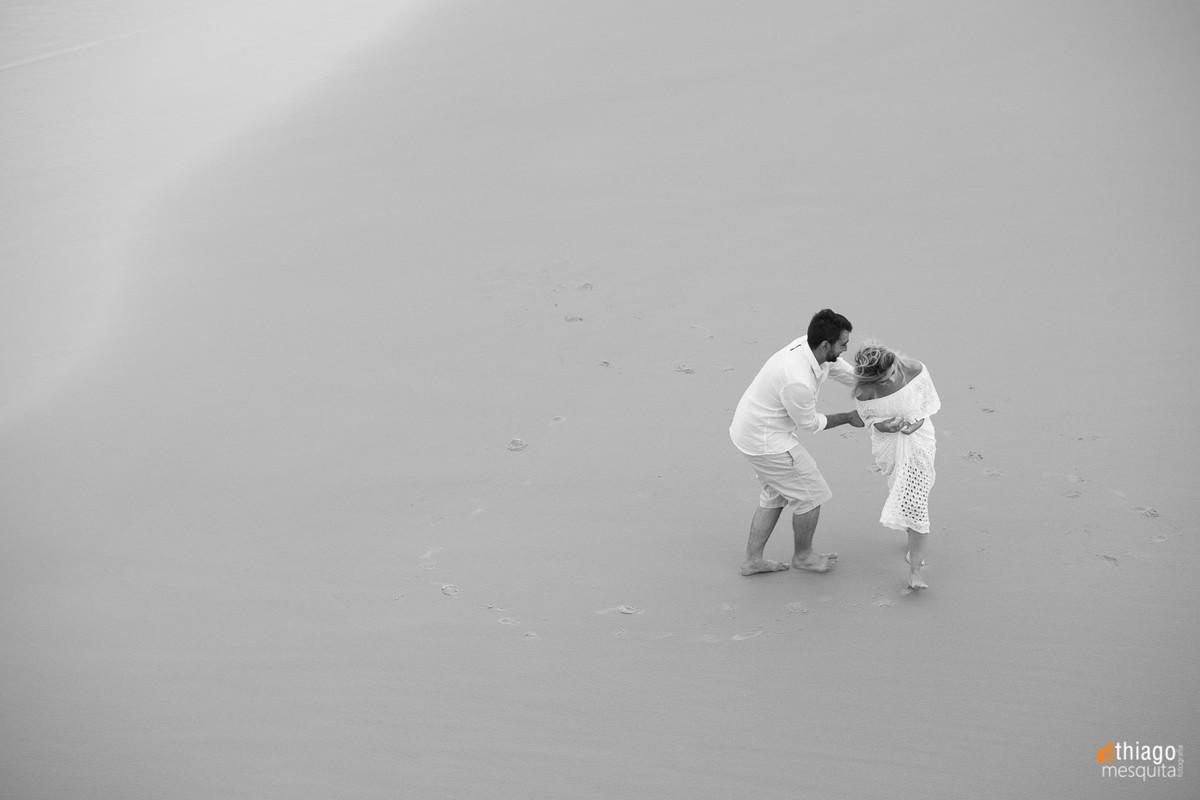 Fotografia aérea de casal na praia de São Francisco do Sul