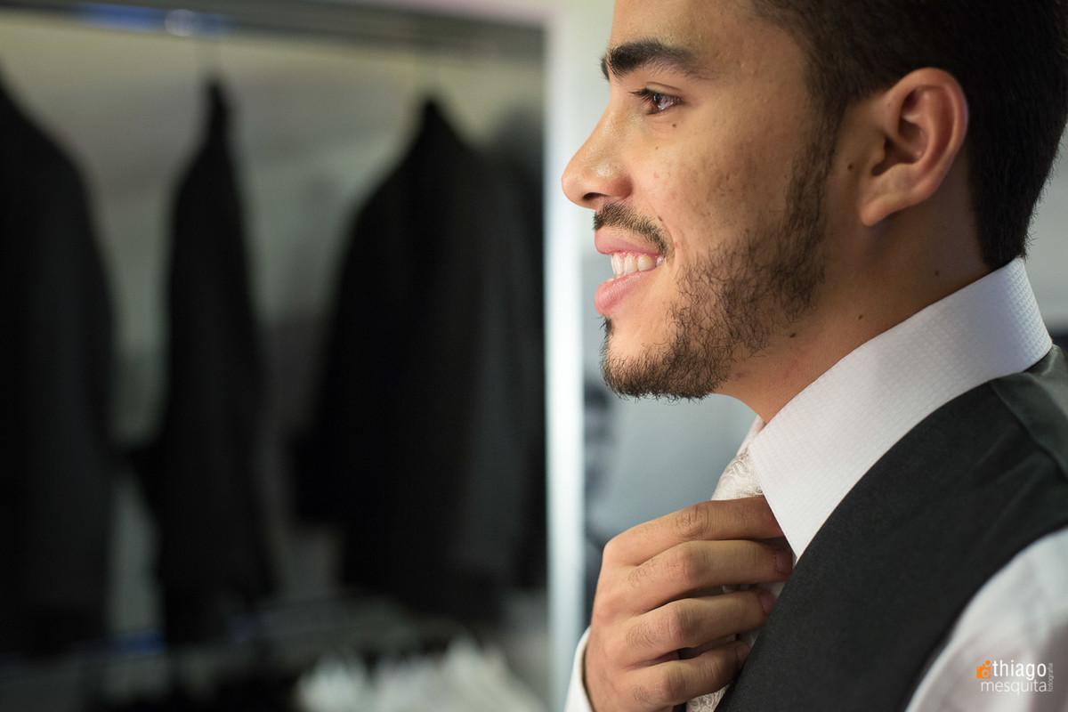 noivo Lucas arrumando a gravata