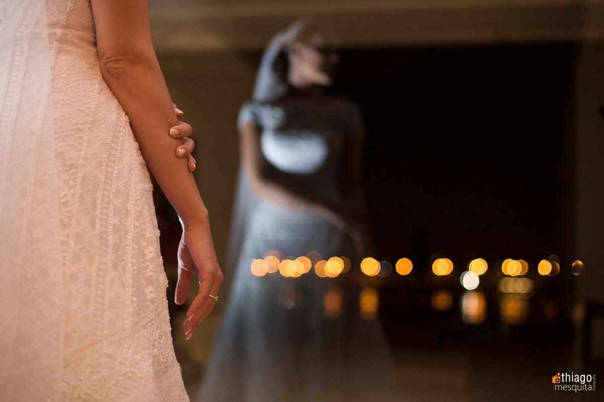 reflexo de noiva no vidro