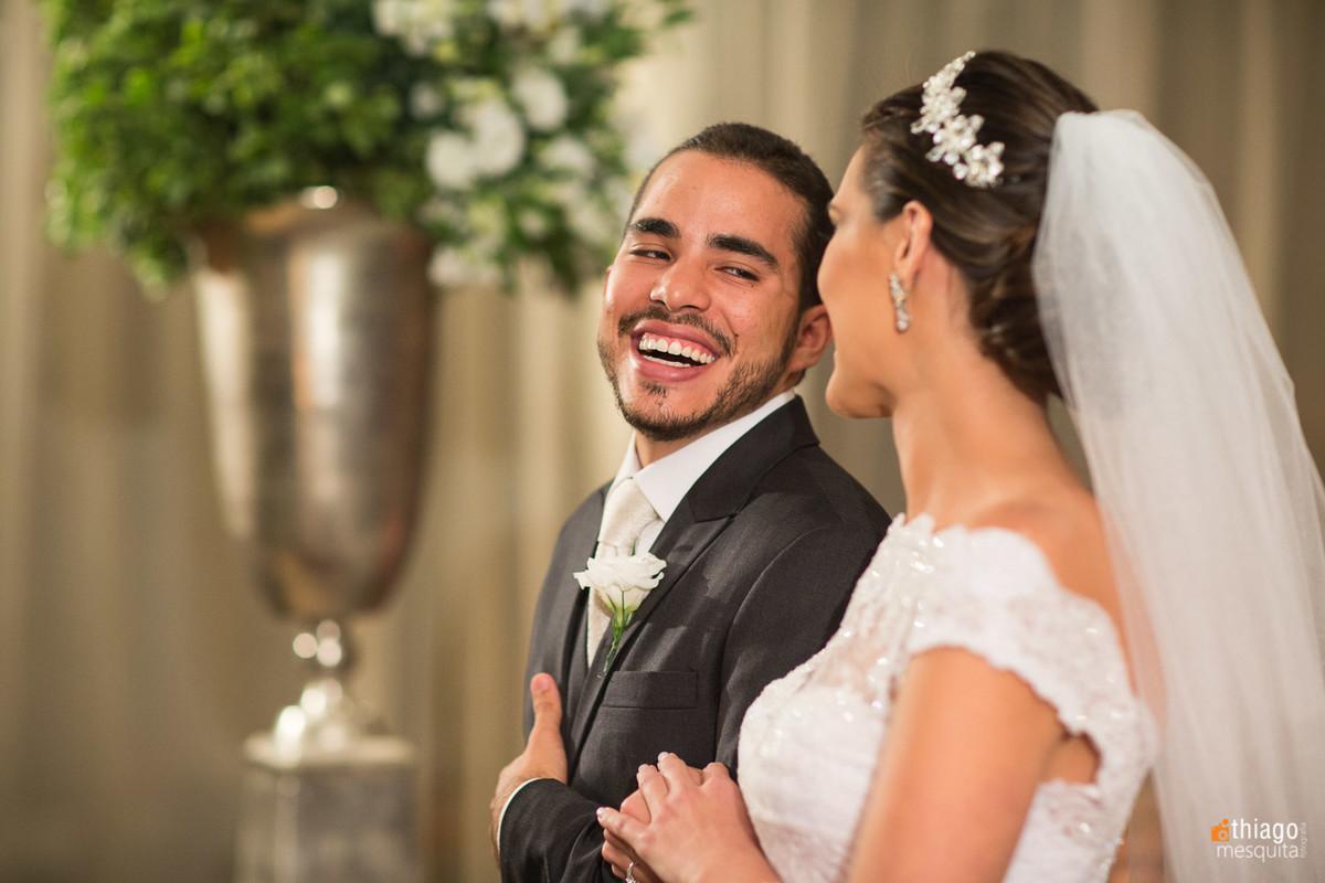 felicidade dos noivos recém casados