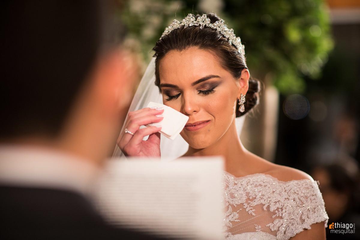 emoção da noiva na declaração dos votos registrado por Thiago Mesquita