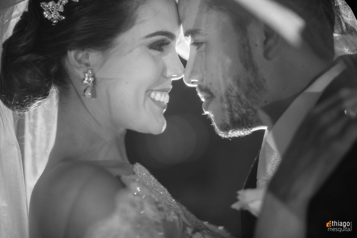noivos embaixo do véu, fotografo Thiago Mesquita