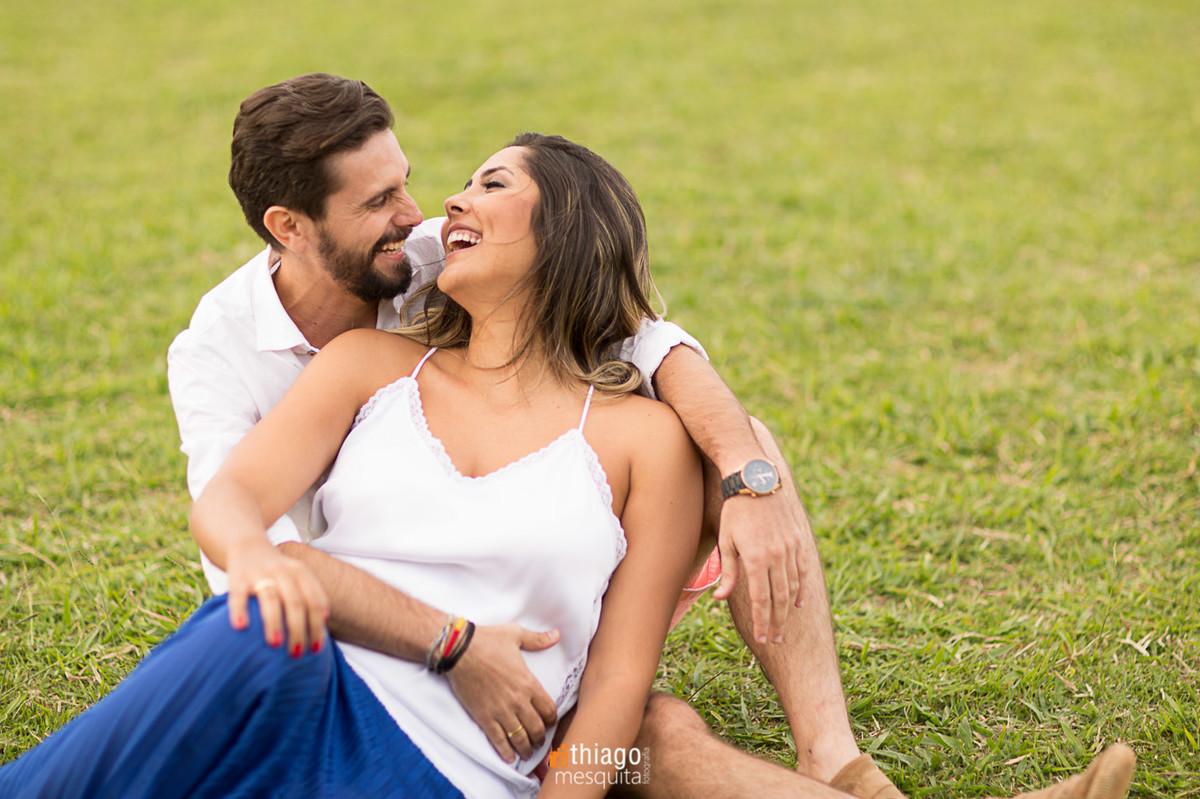 sorriso espontâneo no ensaio de prewedding por Thiago Mesquita