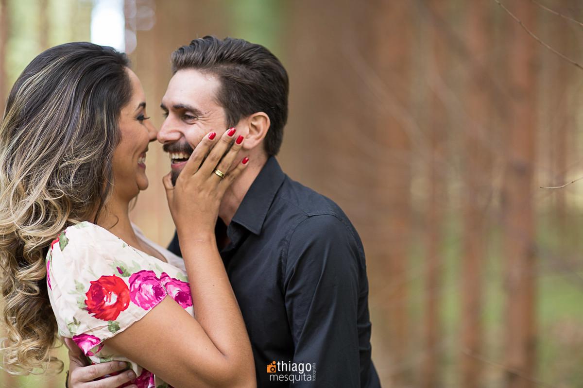 risada no ensaio de prewedding, registro pelo fotografo Thiago Mesquita