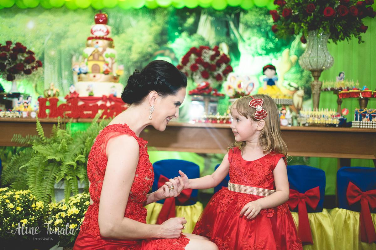 mãe e filha, aniversário de 3 anos, vestido vermelho
