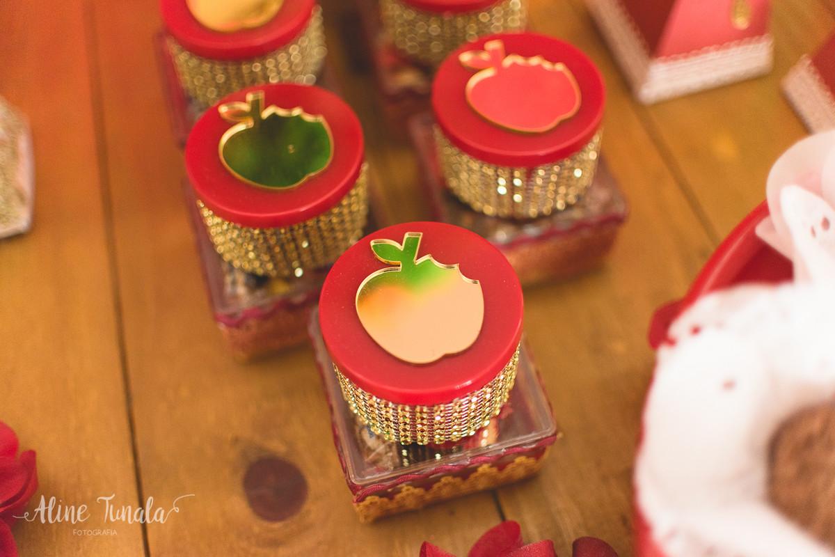 personalizados de maçã mordida para festa branca de nece