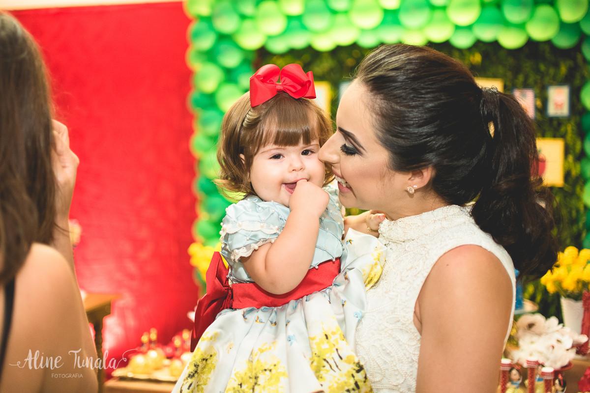 mãe e filha na festa de 1 aninho