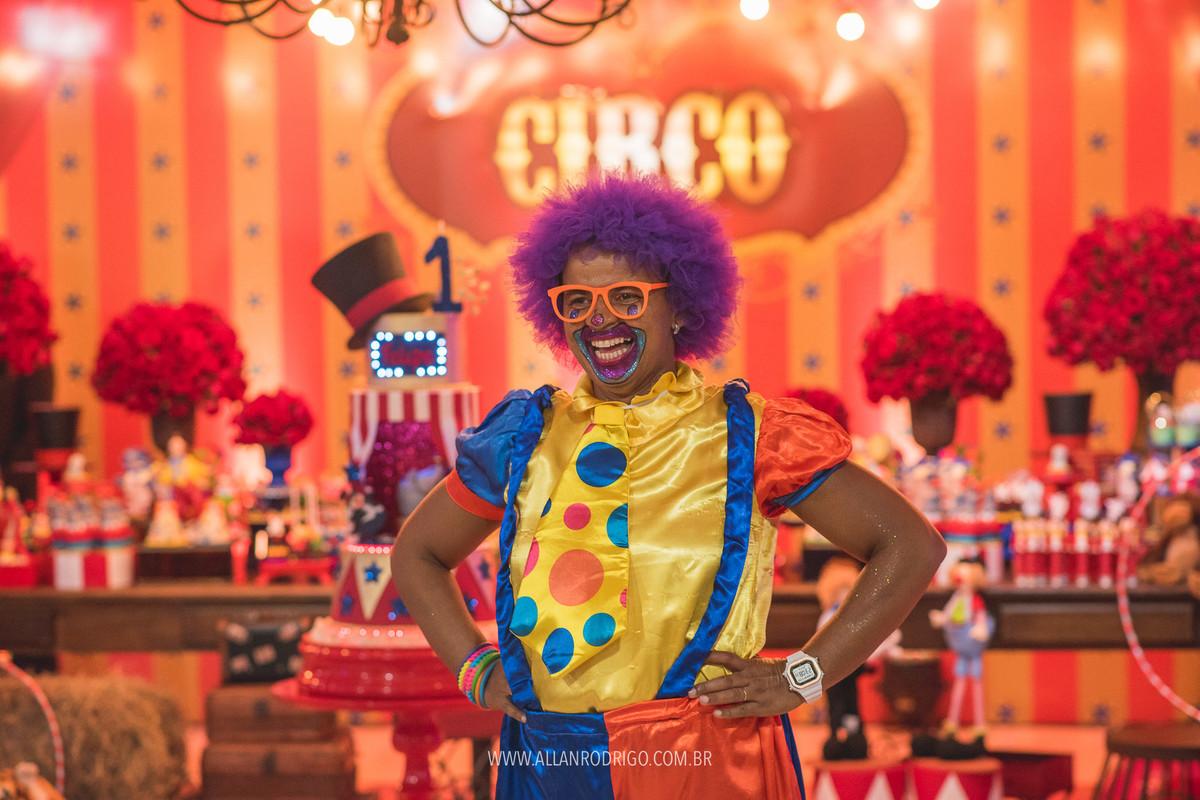 Palhaça Tia mel toda sorridente no aniversário circo do Felipe em Aracaju