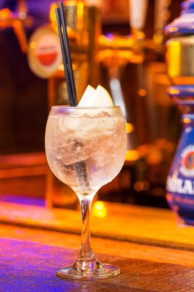 Foto do drink Gim tônica do Grainne`s Irish Pub em Campinas na fotografia do fotógrafo Romero Cruz