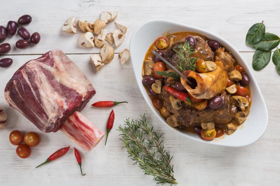 Ossobuco com risoto de açafrão do chef Théo Medeiros fotografado pelo fotógrafo de gastronomia Romero Cruz