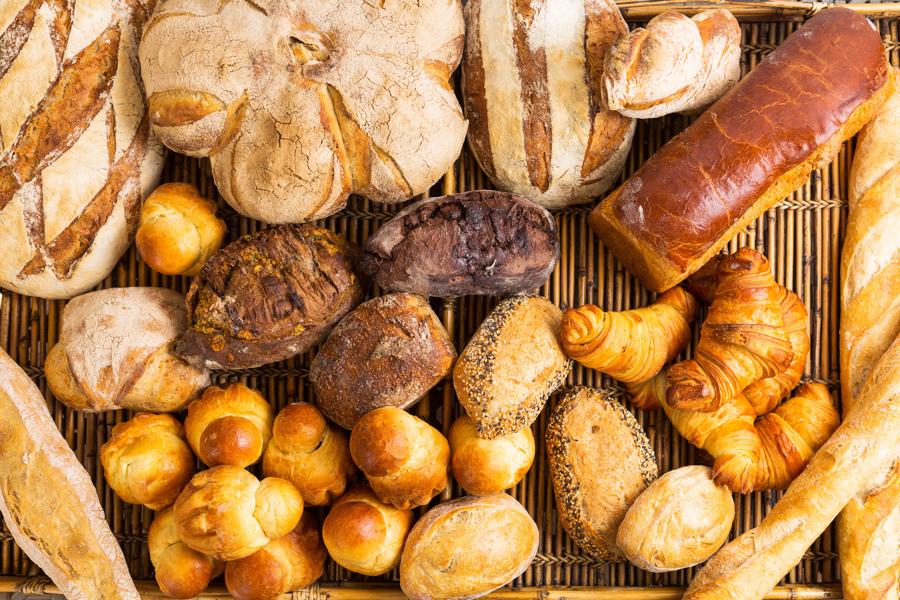 Diversos pães maravilhosos e muito deliciosos da padaria Adélia Boulangerie na fotografia de Romero Cruz