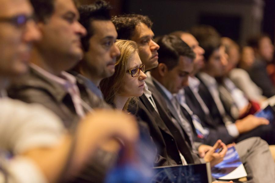 Platéia atenta durante palestra no evento GIL 2017 da Frost
