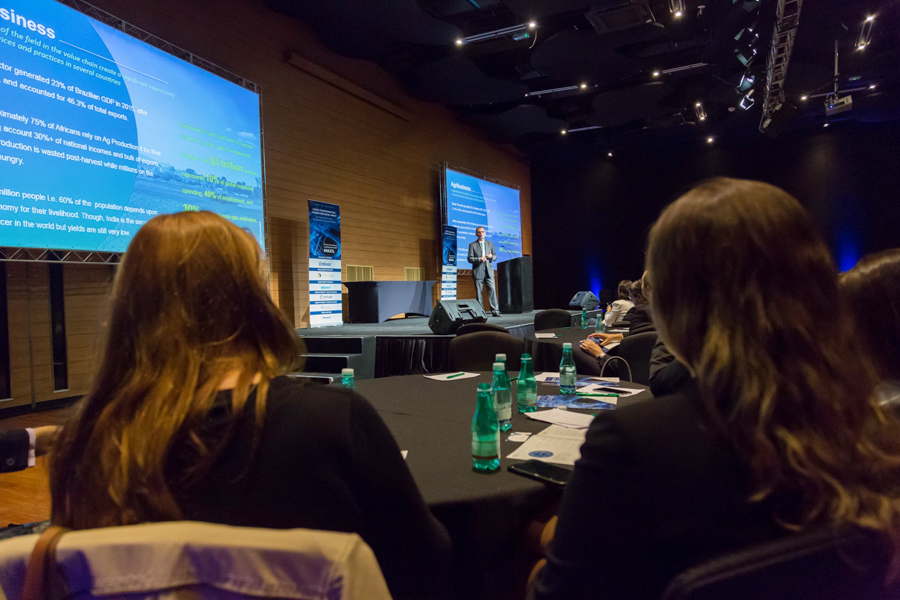 Público atento participando do evento GIL 2017 no Hotel Unique organizado pela consultoria Frost