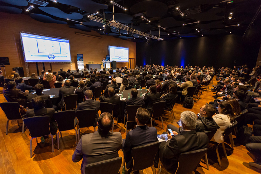 Auditório lotado durante evento no Hotel Unique em São Paulo-SP realizado pela consultoria Frost