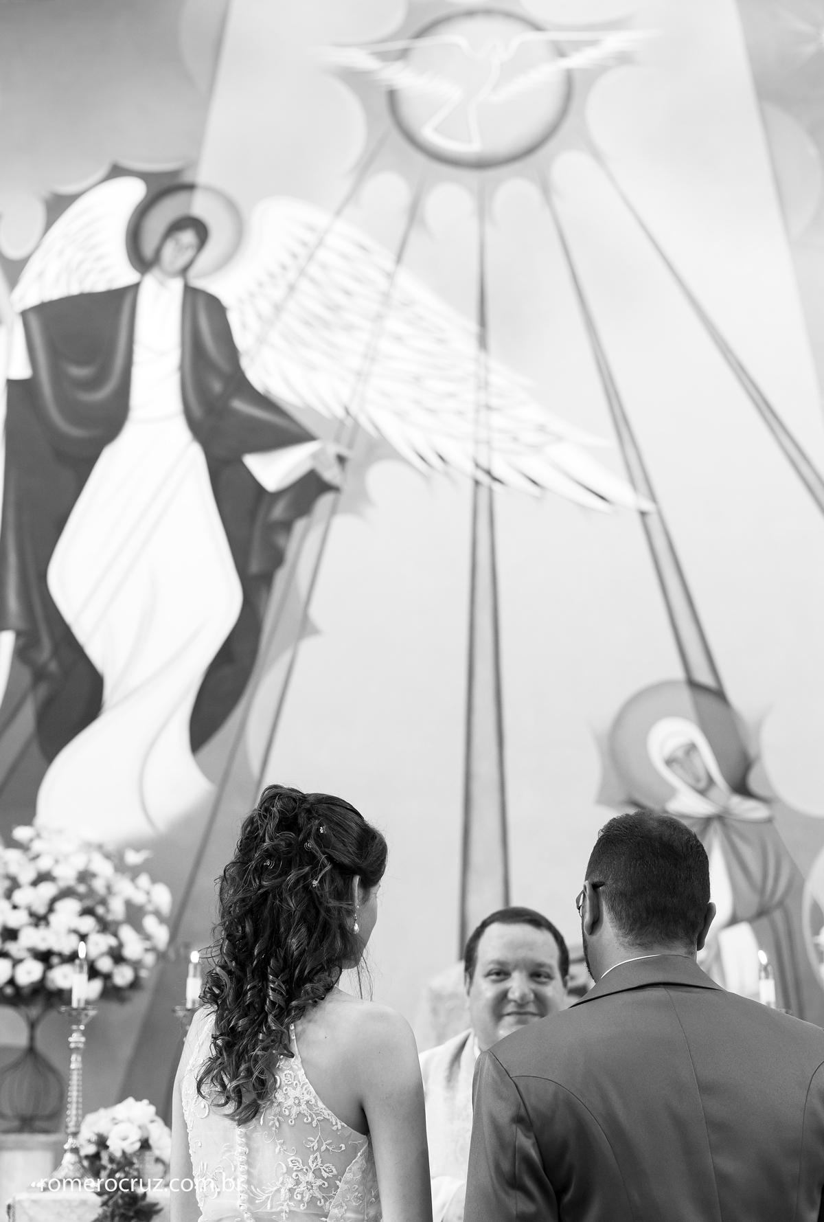 Casal de casa na Igreja Verbo Divino na fotografia de Romero Cruz