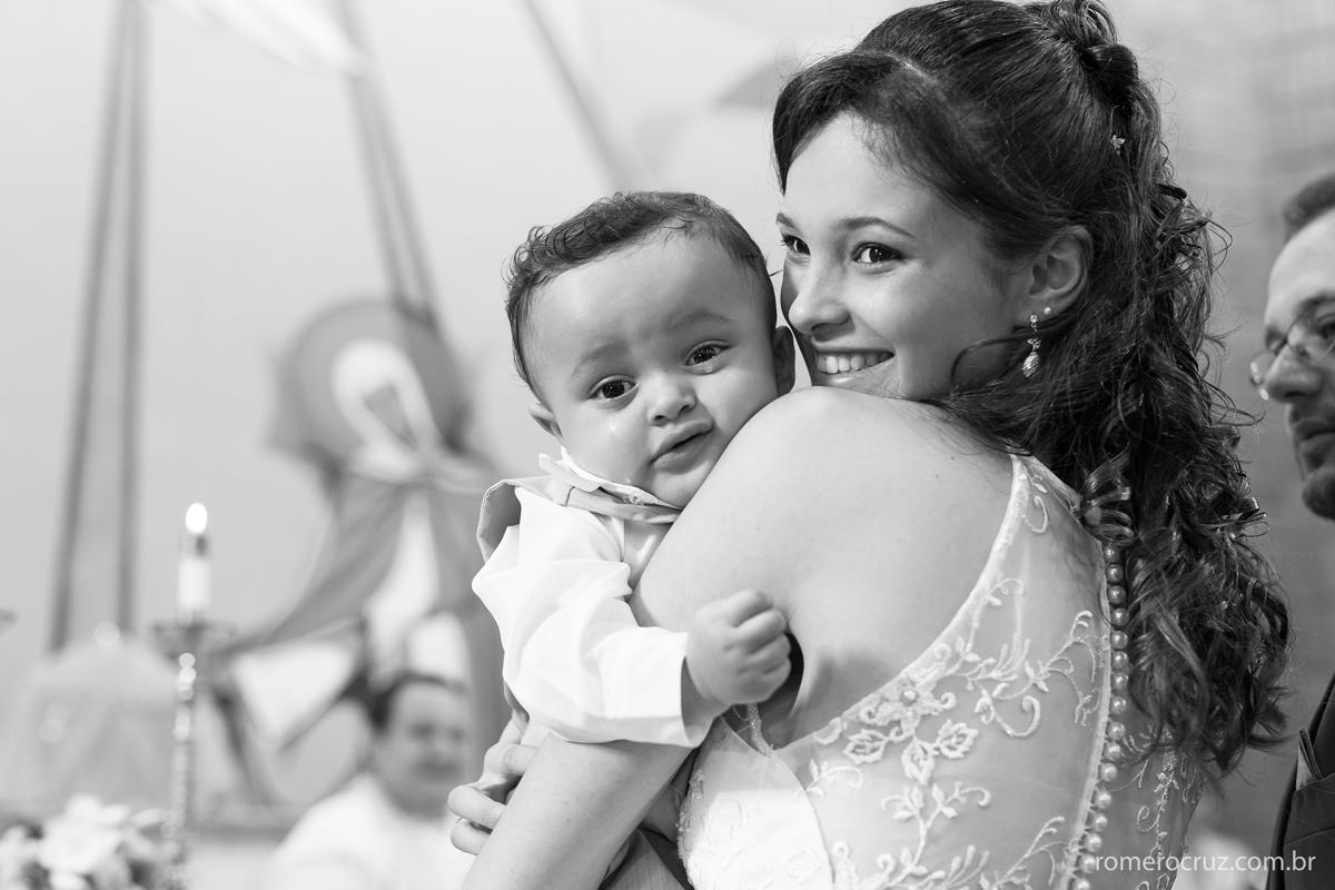 Noiva com seu filho em casamento emocionante na foto de Romero Cruz