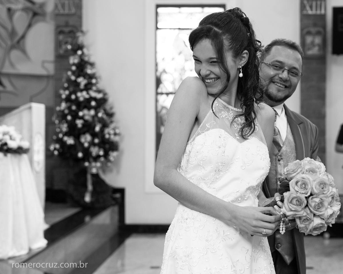 Romero Cruz fotógrafo profissional de casamento captura momento de felicidade dos noivos