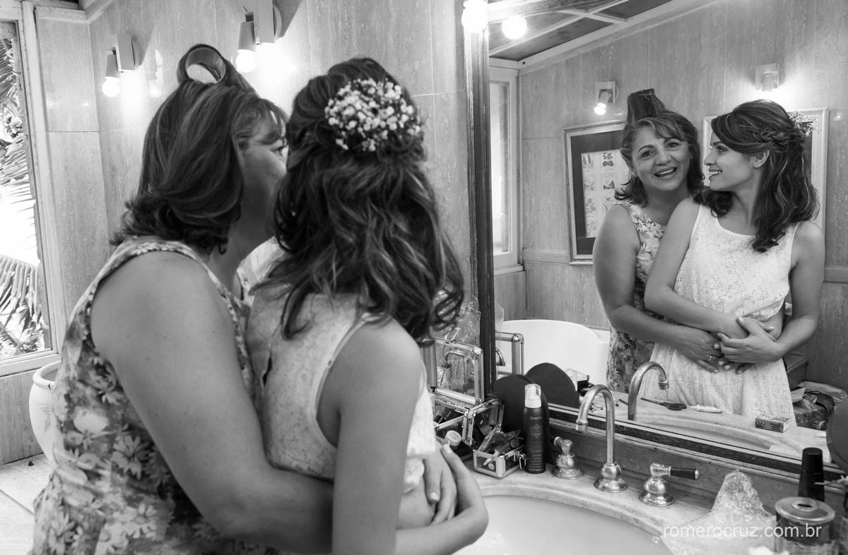 Fotógrafo Romero Cruz fotografou o momento da noiva com sua mãe antes do casamento