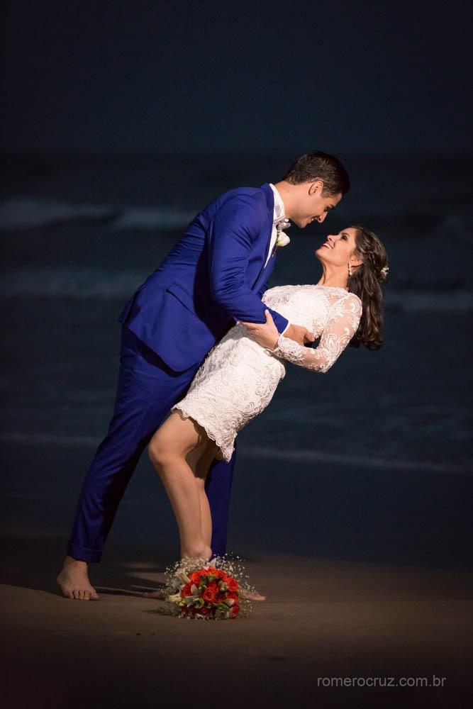 Romero Cruz fotógrafo profissional de casamento fiz o ensaio fotográfico do casal Gabriela e Renan na praia da enseada Guarujá-SP