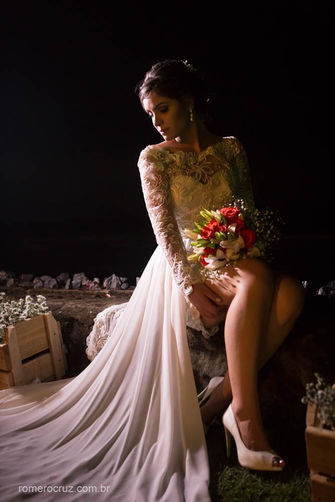 ensaio fotográfico da noiva Gabriela em casamento na praia pelo fotógrafo Romero Cruz