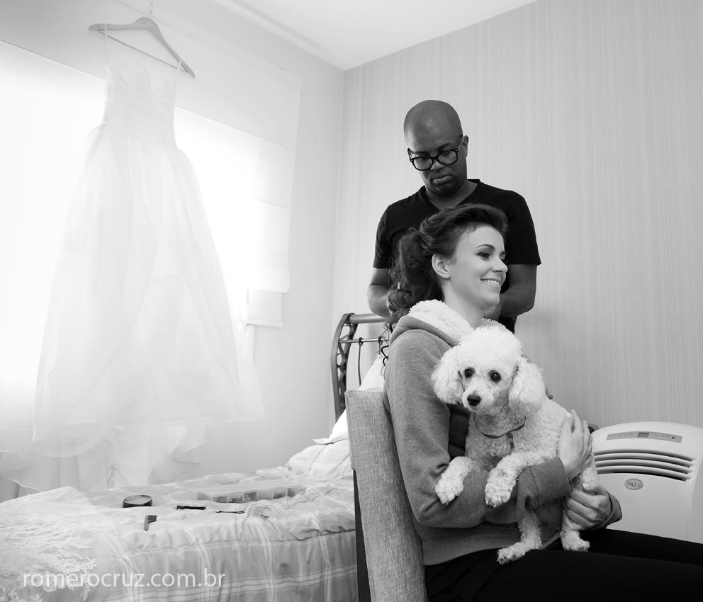Making of na casa da noiva com seu cachorro de estimação fotografado pelo fotógrafo Romero Cruz
