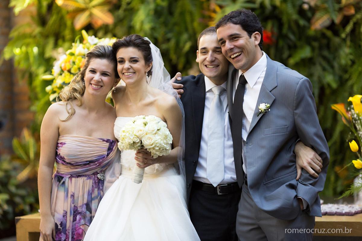 Noivos com casal de padrinhos na fotografia de Romero Cruz no Restaurante Cantaloup em São Paulo-SP