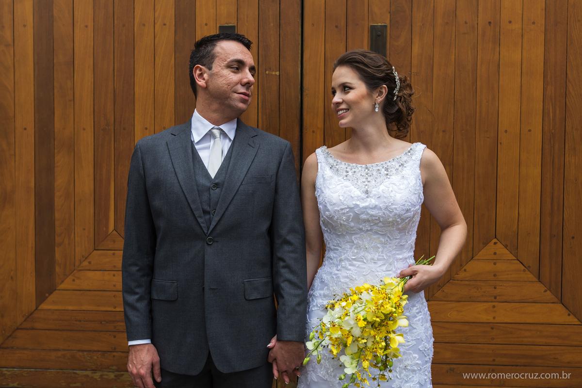 Ensaio fotográfico de casamento do casal Isabella e Rogerio no restaurante Cantaloup em São Paulo-SP fotografado pelo fotógrafo Romero Cruz