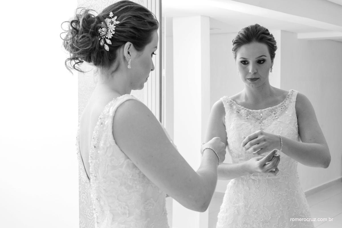 Fotografia de making of da noiva Isabella pela lente do fotógrafo Romero Cruz