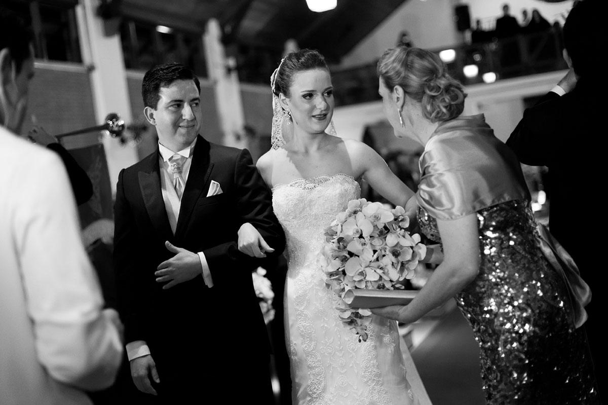 Casamento dos noivos Larissa e Flávio na Catedral Anglicana de São Paulo-SP nas fotos do fotógrafo Romero Cruz