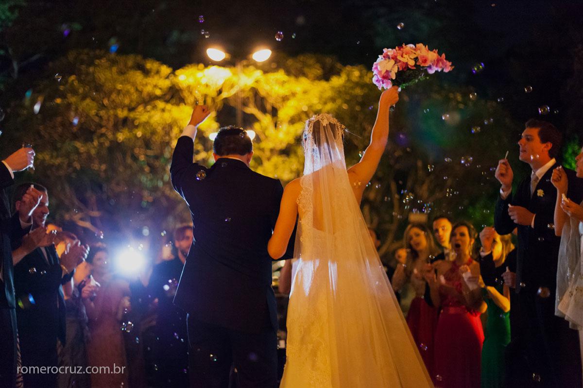 Saída triunfal dos noivos na Catedral Anglicana de São Paulo-SP pelo fotógrafo profissional Romero Cruz