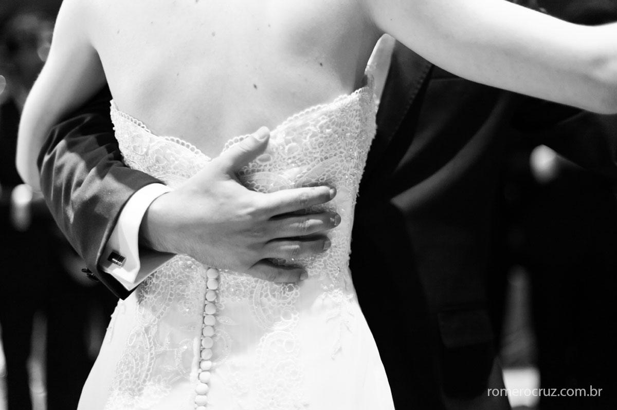 Dança dos noivos em festa de casamento clicada pelo fotógrafo Romero Cruz