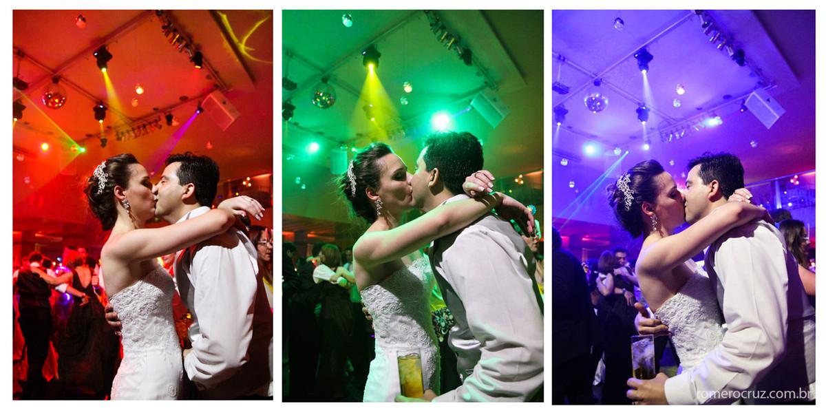 Beijo dos noivos em quatro momentos fotografado por Romero Cruz
