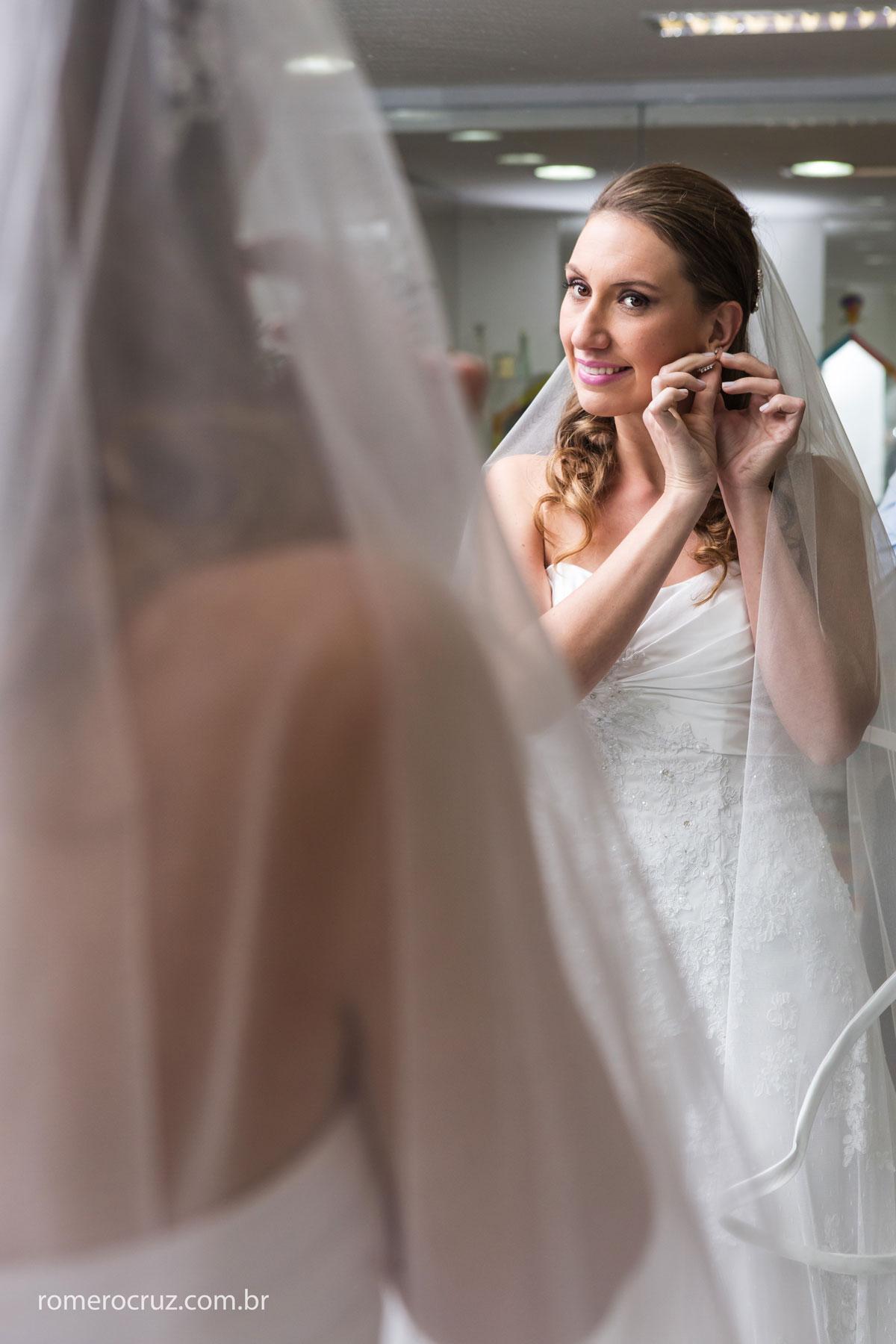 Noiva Mariana se preparando no making of para o grande dia do seu casamento