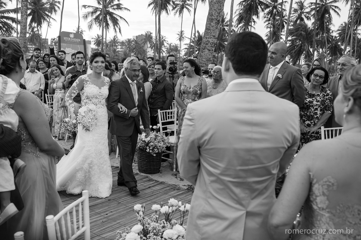 Fotografia do casamento na praia do paiva em pernambuco do lindo casal Marianne e Alysson