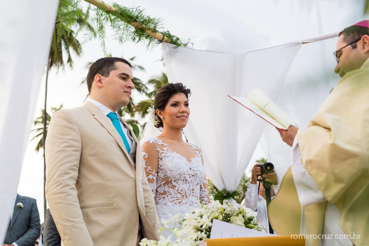 Lindo casal de noivos que se casaram na praia do paiva em Pernambuco