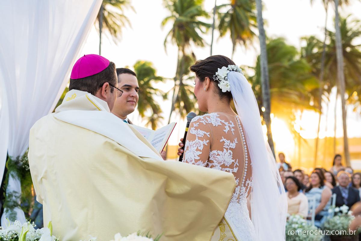 Casamento na praia com o por do sol, um sonho que os noivos Marianne e Alysson realizaram