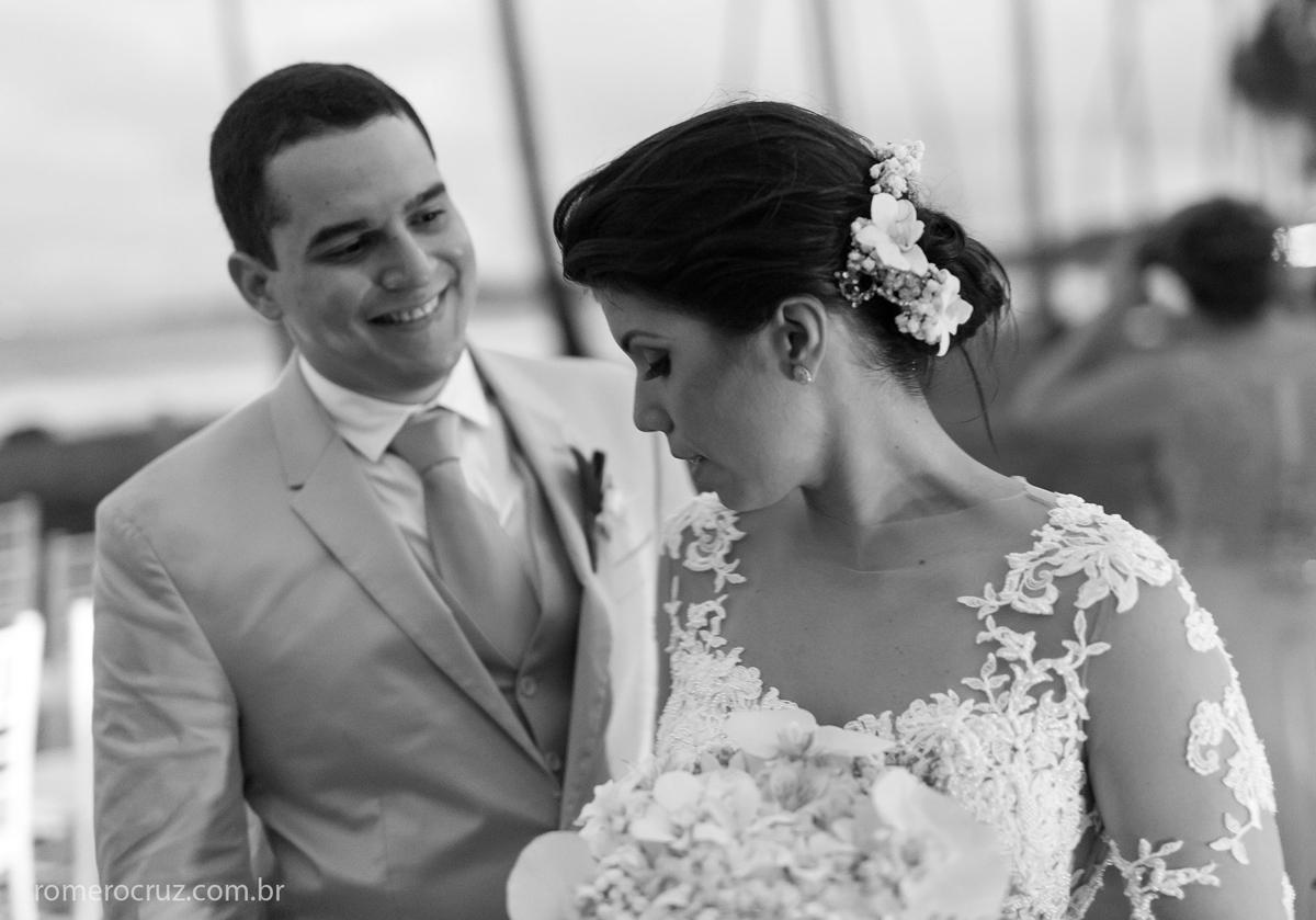 Noivo lindo no ensaio do casal na praia do Paiva em Pernambuco na fotografia do fotógrafo Romero Cruz
