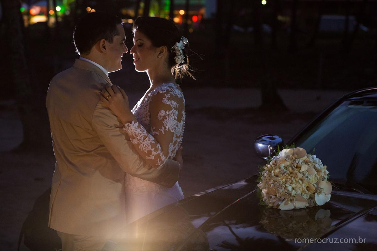 Lindo casal de noivos no ensaio fotográfico feito pelo fotógrafo Romero Cruz